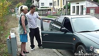 Picked up blonde mature woman gets banged